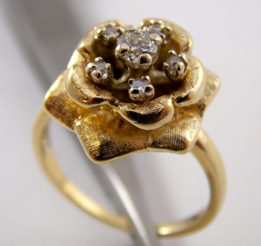 18k Gold Estate Flower