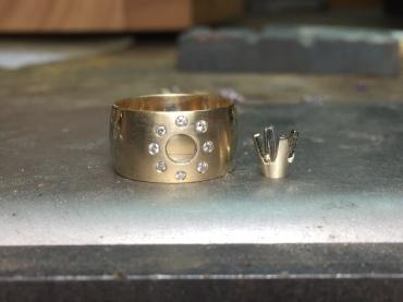 1.5mm round diamonds flat set in band.