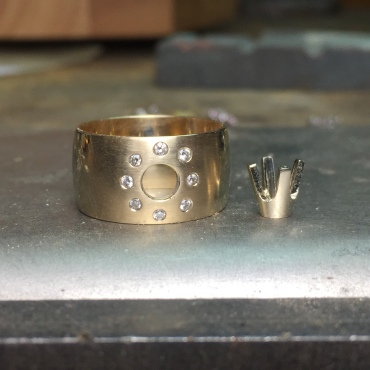1.5mm round diamonds flat set in band.